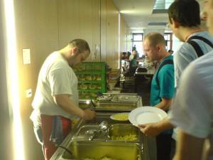 Essen auf dem Fucamp